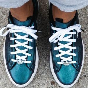 Women's Adidas Sleek Tennis Shoe